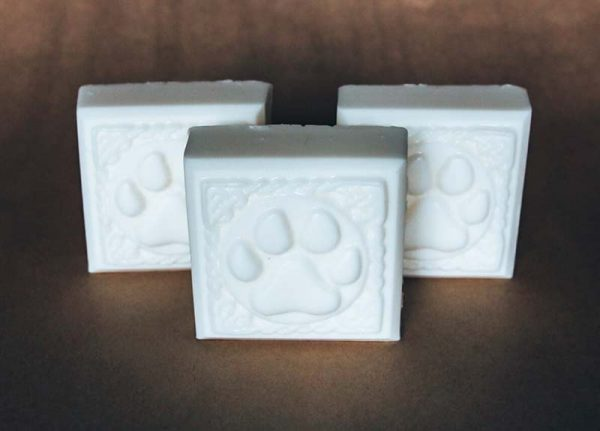 This zero waste dog shampoo bar cleanses your dog's skin while remaining totally packaging free.